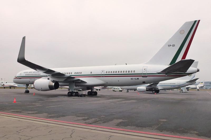 "TP-01 (XC-UJM) Boeing 757-225 ""Mexican Air Force"" c/n 22690 Zurich/LSZH/ZRH 26-01-12"