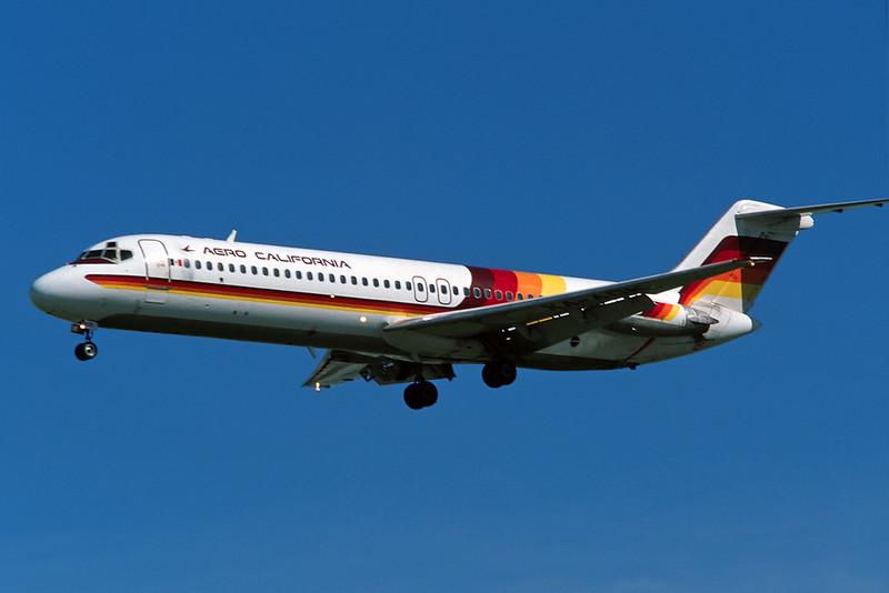 """XA-ADK Douglas DC-9-32 """"Aero California"""" c/n 47131 Los Angeles/KLAX/LAX 08-03-04 (35mm slide)"""