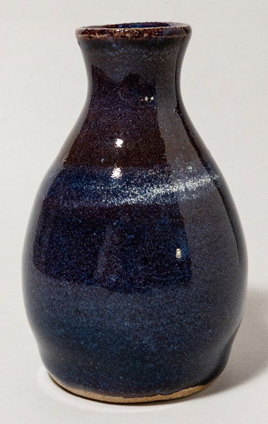 Small purple vase (20NV04)