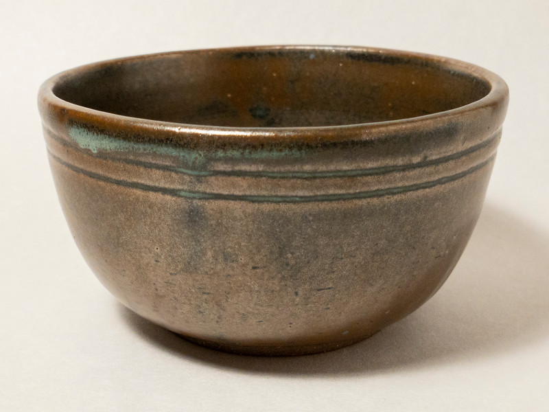 Bronze bowl with two grooves