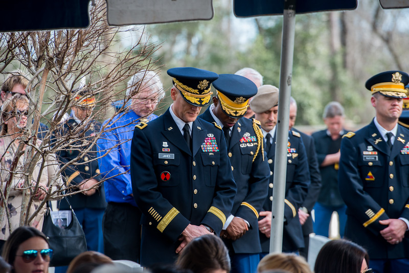 2017 02 17 graveside service for retired army lt gen harold graveside service for retired army lt gen harold gregory hal moore jr thecheapjerseys Choice Image