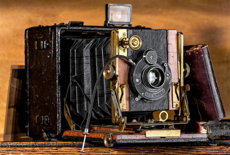 """Can you imagine toting one of these around? And you got one shot then flipped the film holder. The Sandrerson """"Regular"""" circa 1896."""