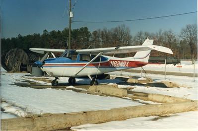 C-172 88 N8249X 001