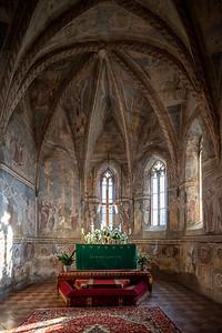 Gotický jednoloďový kostolík pôvodne sv. Bartolomeja, dnes kostol Evanjelickej cirkvi a. v. z prvej štvrtina 14. storočia s polygonálnym presbytériom, západnou predstavanou vežou a severnou sakristiou a južnou predsieňou