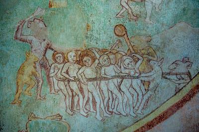 Opevnený románskogotický jednoloďový kostolík z cca prelomu 13. a 14. storočia s kvadratickým presbytériom, východnou pristavanou vežou a severnou sakristiou. V dvoch etapách, koncom 14. a začiatkom 15. storočia dostal kostolík hodnotnú freskovú výzdobu. V 15. storočí pristavali k severnej strane sakristiu a nanovo vymurovali valenú klenbu presbytéria