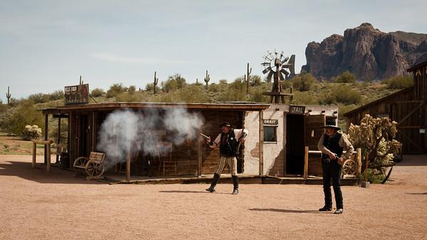 Opuštěná hornická osada předělaná na skanzen. Místní kovbojové se tu o zábavu starají dobře a přitom si vydělají i nějaké ty drobné.