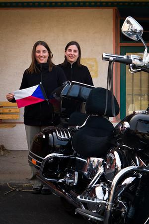 Jeden člen projíždějící motorkářské bandy se ukázal být naším krajanem.