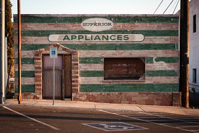 """Poloopuštěné město Superior v hornické části Arizony. Známé především jako dějiště """"kultovního"""" filmu U-Turn."""