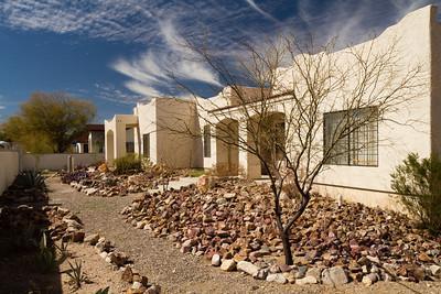 """Tucson - dům, ve kterém Evka bydlela. Je to obrovský """"hrad"""" s mnoha dveřmi, okny a podivně uspořádanými místnostmi."""