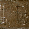 Gravures sur les murs de la salle de torture, donjon