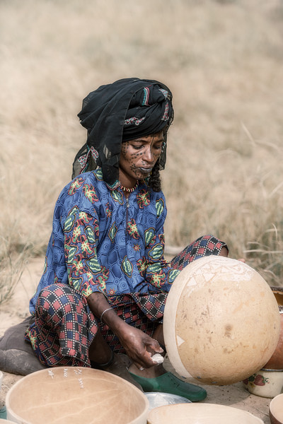 Japto woman with calabashes