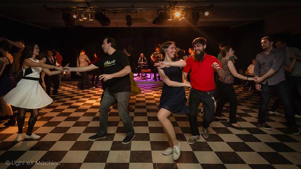 http://www.lightexmachina.com/Chambre-noire-Darkroom/Dance/Bal-SwingCorner-20151219/i-9G5z8bk/0/M/2015-12-19_LXM_Bal_SwingCorner_221018-M.jpg