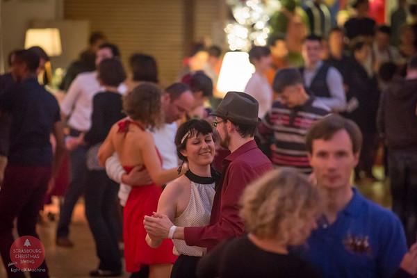 Strasbourg Christmas Swing 2016, photo de Light eX Machina  Partage libre sur Facebook en CRÉDITant l'auteur, pour une utilisation personnelle, non promotionnelle, non commerciale et SANS ROGNER la photographie.  Images de meilleure qualité sur ma galerie web http://www.lightexmachina.com/Chambre-noire-Darkroom/Dance/Christmas-Swing-2016/  Tous droits réservés. © Light eX Machina, 2016. All rights reserved.