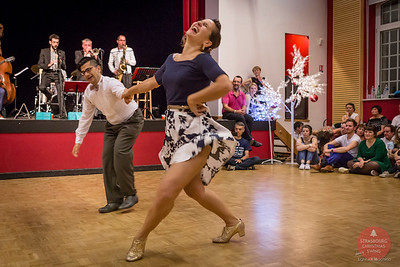 Strasbourg Christmas Swing 2016, photo de Light eX Machina  Partage libre sur Facebook en CRÉDITant l'auteur, pour une utilisation personnelle, non promotionnelle, non commerciale et SANS ROGNER la photographie.  Images de meilleure qualité sur ma galerie web http://www.lightexmachina.com/Chambre-noire-Darkroom/Dance/Christmas-Swing-2016/  Tous droits réservés. © Light eX Machina, 2016. All rights reserved.