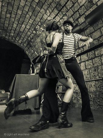 Show Apache des Titis de Bastille -  Bal Swing Garden Party (2015-07-10)  - Photos utilisables librement sur Facebook uniquement en utilisant la fonction « Partage » et hors usage promotionnel ou commercial. - Pour toute autre utilisation, me contacter.  © Light eX Machina, 2015. Tous droits réservés.