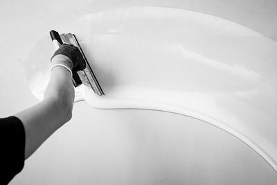 Artistik Bostik : un regard sur le savoir, le geste, la technicité  Réalisé dans le cadre des prises de vue pour la banque d'image de la gamme de produit Wall & Floor de Bosti. © 2020 Alexandre - LIGHT EX MACHINA / Bostik, Tous droits réservés.
