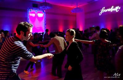 Dancing swing