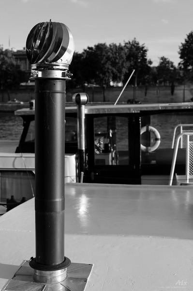 Chéminée sur le toit sur la Seine