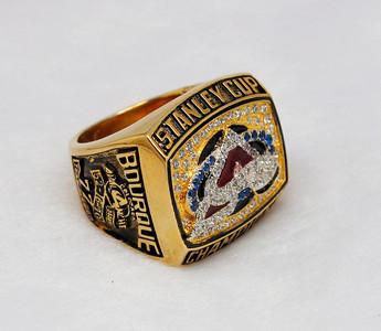 2001 Avalanche stanley cup ring