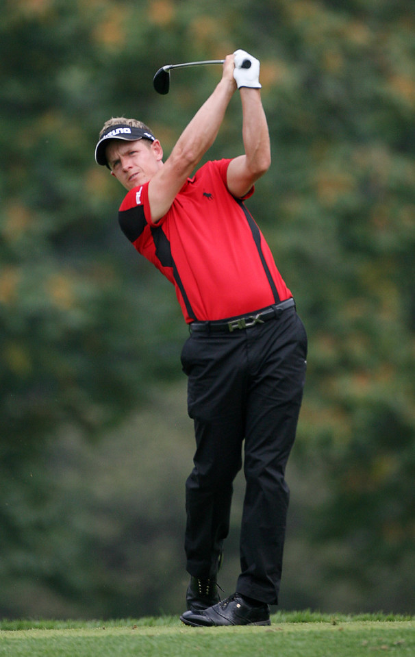 LEMONT, IL - SEPTEMBER 12: Luke Donald of England hits his tee shot on the eighth hole during the third round of the BMW Championship at Cog Hill Golf & Country Club on September 12, 2009 in Lemont, Illinois. (Photo by Hunter Martin/Getty Images) *** Local Caption *** Luke Donald