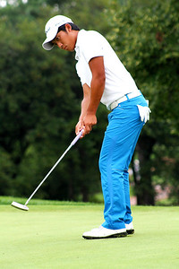 19-year-old Cheng-Tsung Pan of Miaoli, Taiwan, putts during his Saturday morning match against Ethan Tracy.