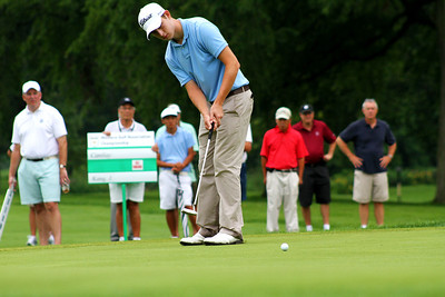 Patrick Cantlay rolls a putt toward the hole in his semifinal match against Jeffrey Kang.