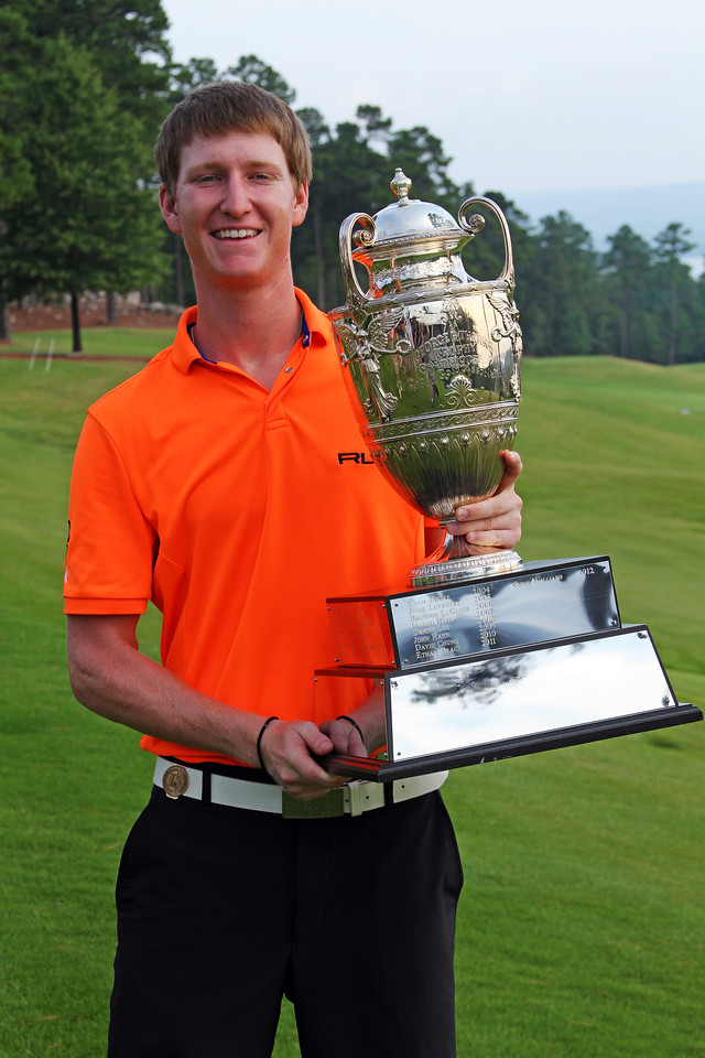 Jordan Niebrugge poses with the George R. Thorne trophy at the conclusion of the 111th Western Amateur at The Alotian Club in Roland, AR. (WGA Photo/Ian Yelton)