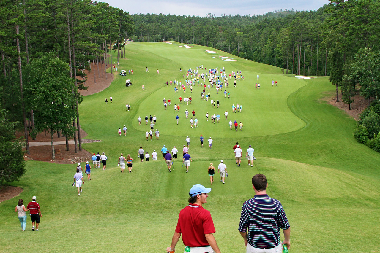 Patrons and volunteers head down to the first fairway after Sean Dale and Jordan Niebrugge hit their opening tee shots of the championship match during the 111th Western Amateur at The Alotian Club in Roland, AR. (WGA Photo/Ian Yelton)
