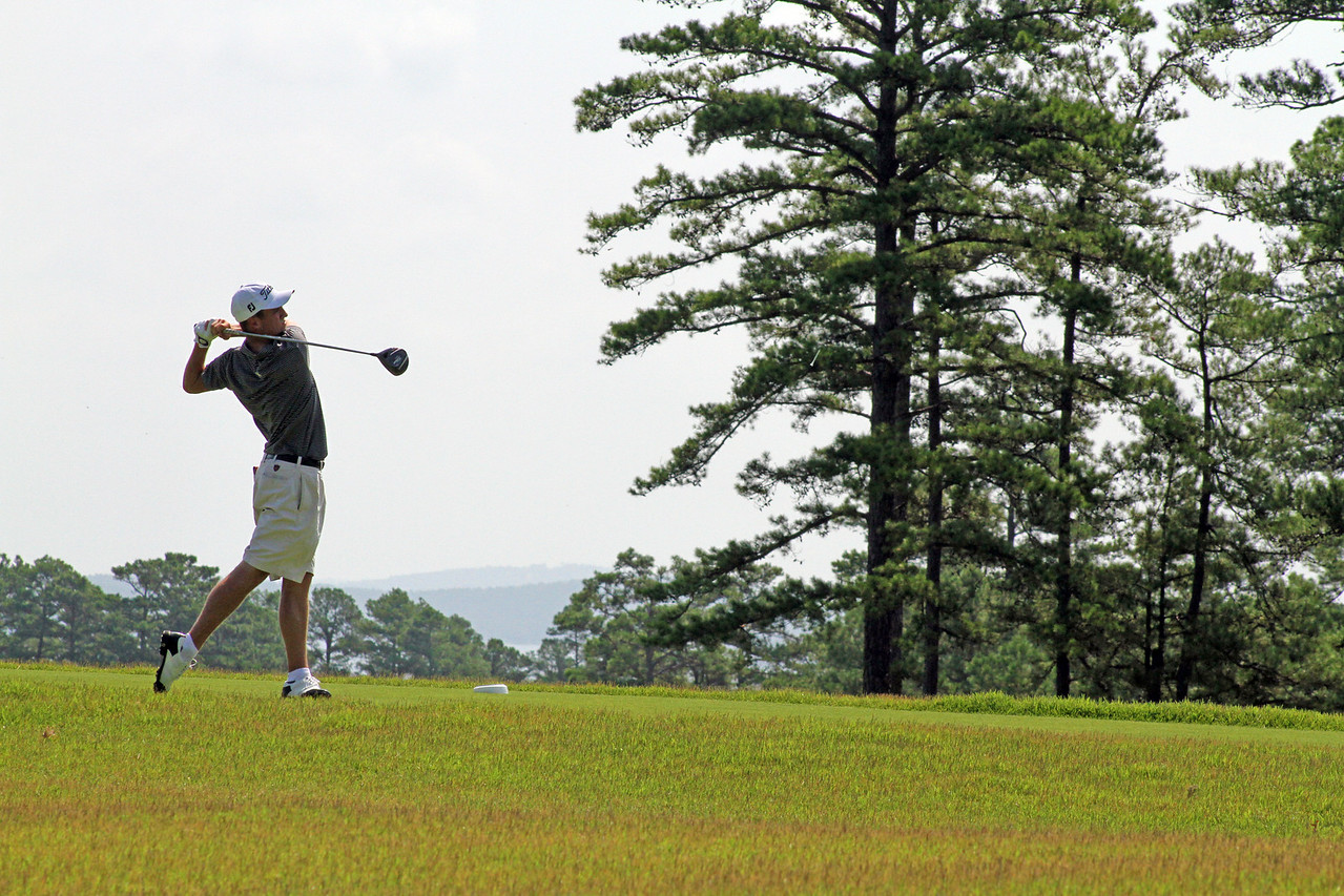 Justin Thomas of Goshen, KY fires a tee shot from the 18th teeing ground during the second round of the 111th Western Amateur at The Alotian Club in Roland, AR. (WGA Photo/Ian Yelton)