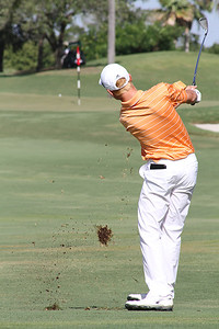 Adam Lechner, of Kearney, Mo., watches his ball land on the green during opening round play.