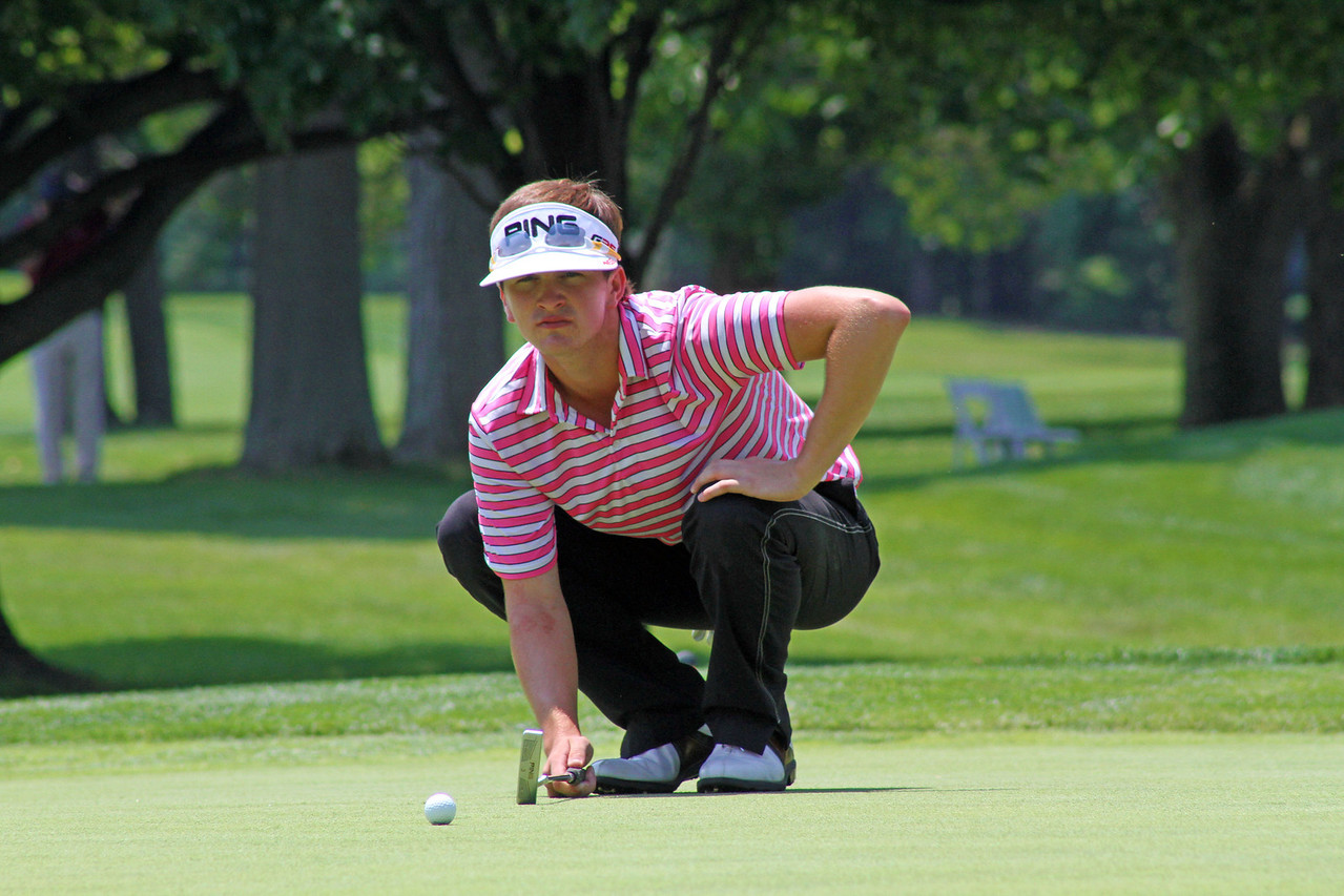 Will Gordon of Davidson, N.C., lines up a birdie try on the 18th green during the third round of the 96th Western Junior at Meridian Hills Country Club.
