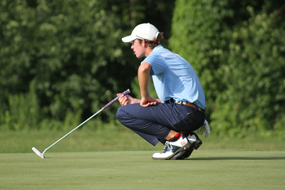 Philip Barbaree of Shreveport, Louisiana lines up a putt during the first round of the 2014 Western Junior Championship.