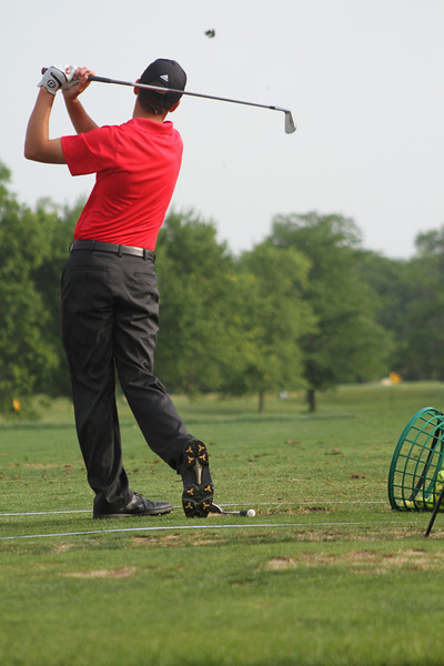 A junior warms up prior to his tee time at the second round of the 2014 Western Junior Championship.