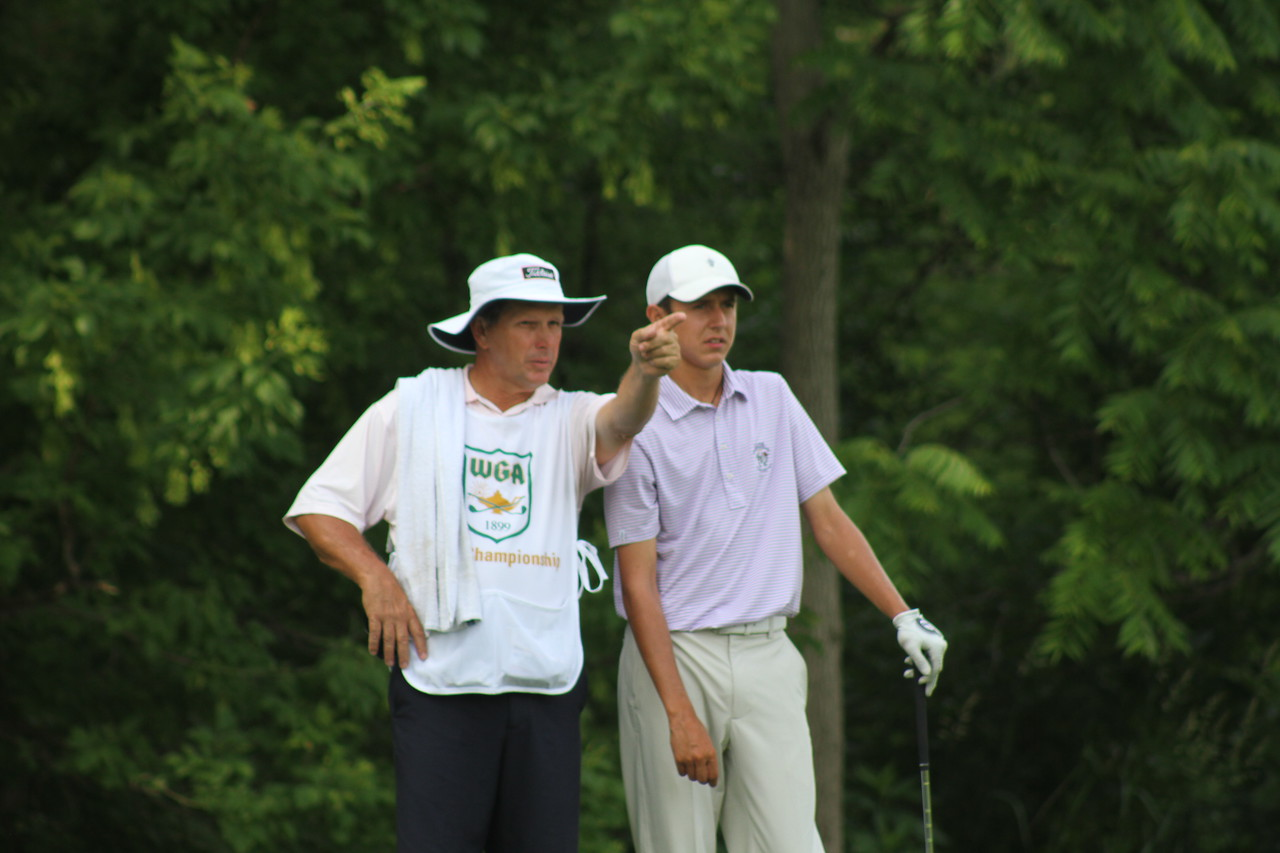Daniel Wetterich and his father size up no. 11 during the second round of the 2014 Western Junior Championship.