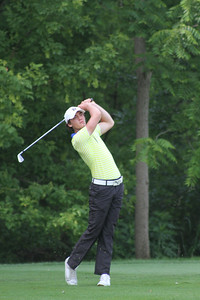 Theo Humphrey of Greenwich, Connecticut watches his tee shot on no. 11 during the second round of the 2014 Western Junior Championship.