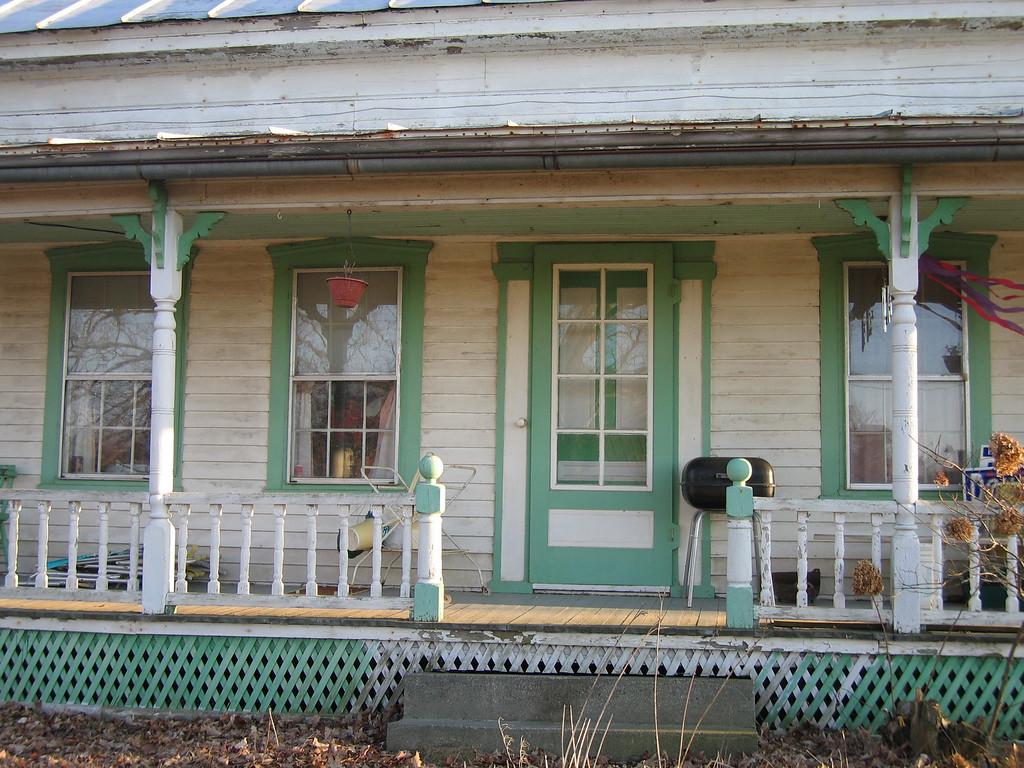 26 Porch Detail