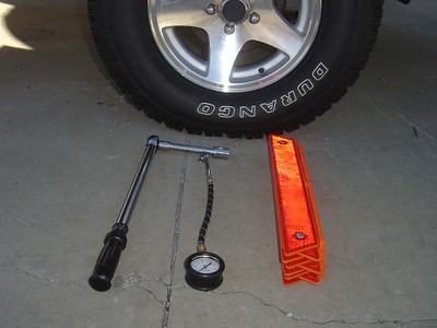 Optional equipment - safety reflectors, tire pressure gauge and torgue wrench