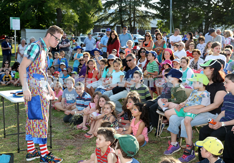 Chanukah on the Green combined North Shore shules Chanukah Party. Mr Puzzles magic show kept the children amused.