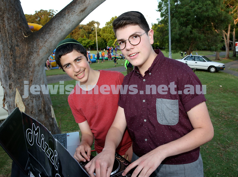 Chanukah On The Green. DJ's Levi Hoffman & Mizzi Israel. Pic Noel Kessel.