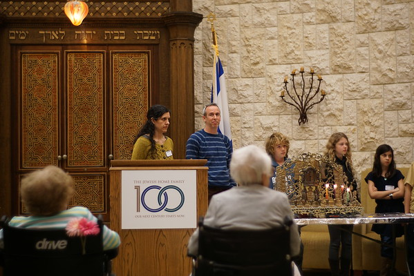 Chanukah Volunteering at JHR