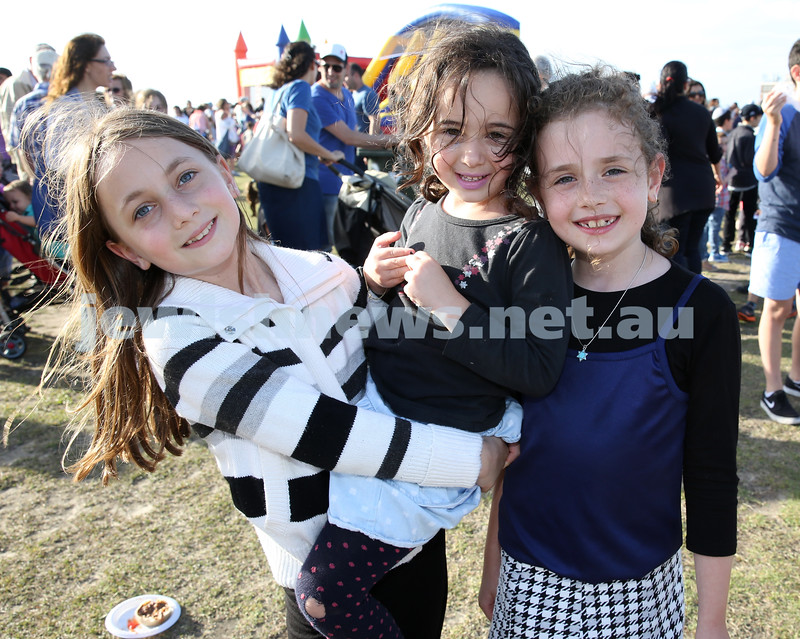 Dover Heights Shule Chanukah Party at Dudley Page Reserve. Chavi Althouse, Shaina Zaetz, Liorah Kessel.