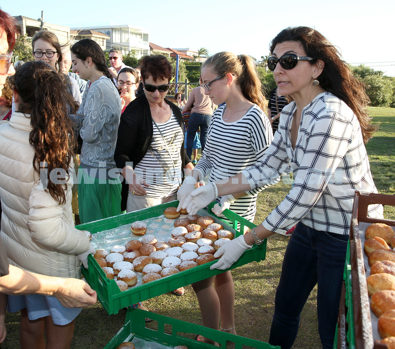 Dover Heights Shule Chanukah Party at Dudley Page Reserve. Handing out doghnuts.