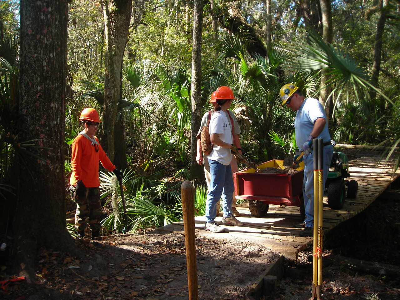 Working on the Hillsborough River Trail<br /> Megan Eno / Florida Trail Association