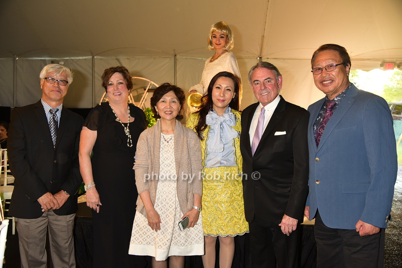 Minsum Kim (yellow dress), guests
