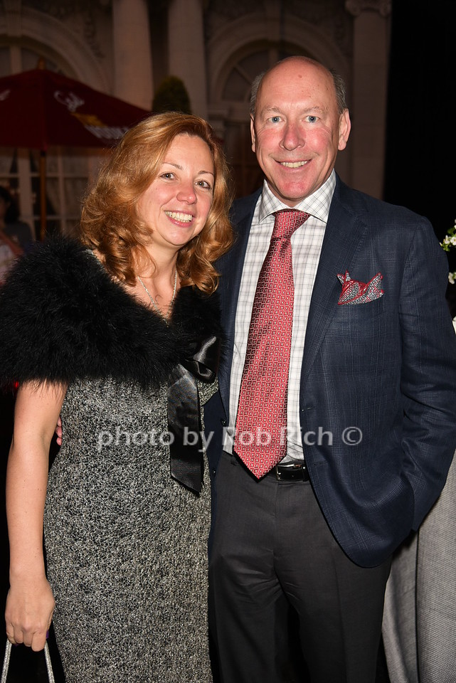 Sandy Krasnoff, Eric Krasnoff (hosts)