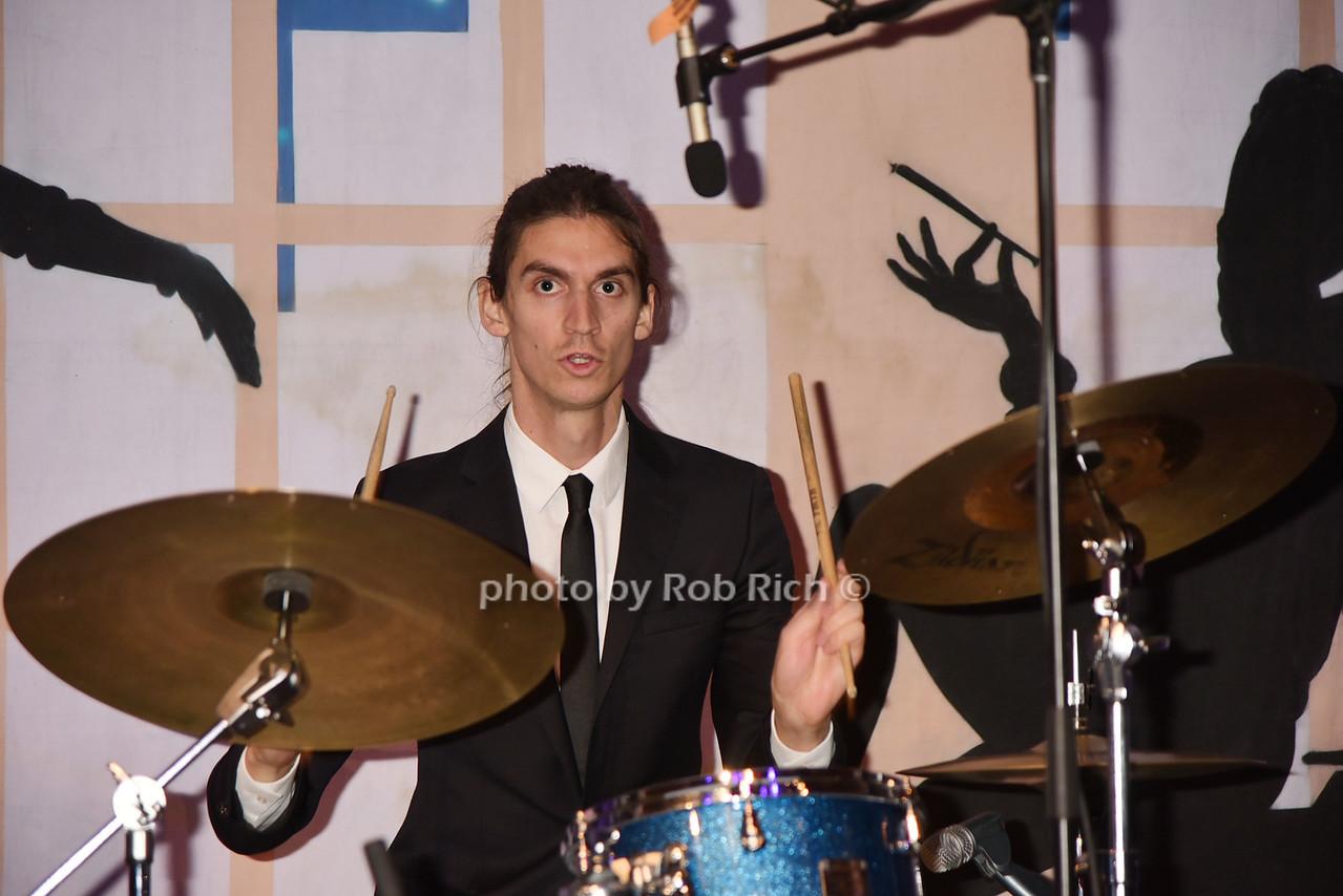 musician photo by Rob Rich/SocietyAllure.com © 2016 robwayne1@aol.com 516-676-3939