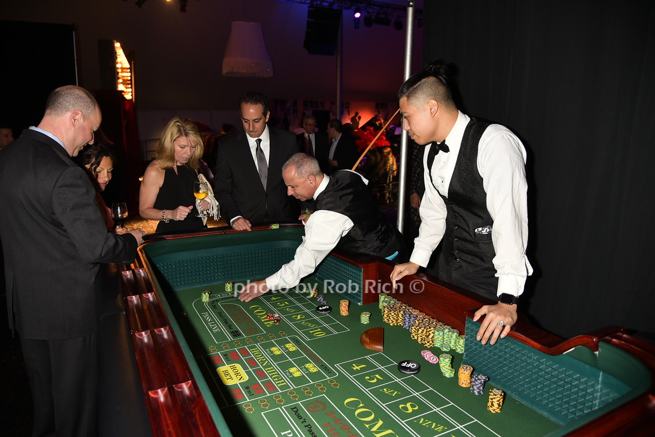 gamblingphoto by Rob Rich/SocietyAllure.com © 2016 robwayne1@aol.com 516-676-3939