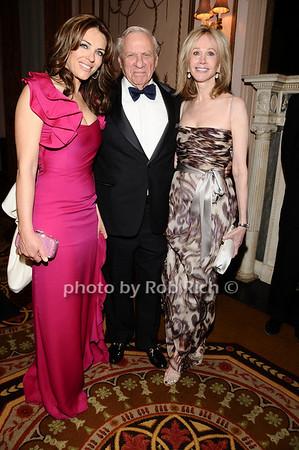 Elizabeth Hurley, Herb Siegel,Jeanne Siegel<br /> photo by Rob Rich © 2010 robwayne1@aol.com 516-676-3939