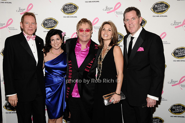 Elton John, guests<br /> photo by Rob Rich © 2010 robwayne1@aol.com 516-676-3939