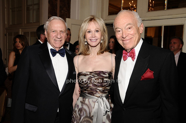 Herb Siegel, Jeanne Siegel, Leonard Lauder<br /> photo by Rob Rich © 2010 robwayne1@aol.com 516-676-3939
